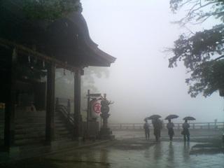 雨の金刀比羅本宮